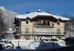 Location vacances Chamonix-Mont-Blanc - Bright Apartment in Chamonix France with Balcony-1