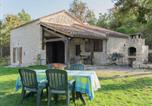 Location vacances  Lot - Beautiful Holiday Home in Mauroux with Swimming Pool-1