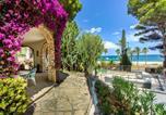 Location vacances Miami Platja - Villa with botanic garden in front of the beach-1