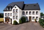 Location vacances Welschbillig - Gästehaus Weingut - Fröhliches Weinfass-1