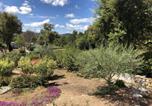Location vacances  Corse du Sud - Belle villa avec piscine chauffée sur un magnifique jardin arborée dans le maquis-4