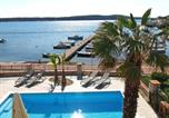 Location vacances Banjol - Two-Bedroom Apartment in Barbat X-1