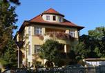 Location vacances Le Bauhaus et ses sites à Weimar et Dessau - Pension Villa Gisela-1