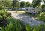 Camping avec Site nature Chef-Boutonne - Flower Camping La Venise Verte-1