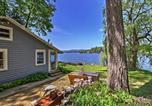 Location vacances Lake George - Waterfront Glen Lake Cottage w/Porch, Canoe&Kayak!-1