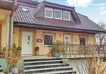 Location vacances Zierenberg - Three-Bedroom Apartment in Espenau Ot Monchehof-1