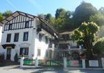 Location vacances  Hautes-Pyrénées - Le Chalet Basque-1