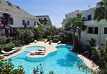 Location vacances  Cap-Vert - Seaview Studio Leme Bedje, Balcony, Pool-1