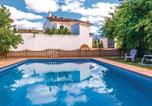 Location vacances Castillo de Locubín - Five-Bedroom Holiday Home in Zagrilla Baja-1