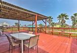 Location vacances Freeport - Surfside Beach Home with Large Deck, 1 Block to Beach-2