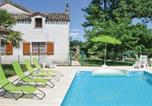 Location vacances Valprionde - Three-Bedroom Holiday Home in Montlauzun-1