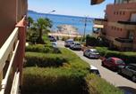 Studio in Cavalaire sur Mer with wonderful sea view and furnished balcony 50 m from the beach