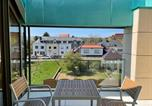 Location vacances  Luxembourg - Luxury Penthouse in Kirchberg, Terrace & Parking-4