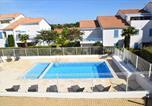 Location vacances  Charente-Maritime - Maison de 2 chambres a Vaux sur Mer avec piscine partagee jardin clos et Wifi a 900 m de la plage-1
