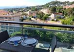 Location vacances  Alpes-Maritimes - Studio au bord de mer-1