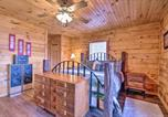 Location vacances West Plains - Large Cabin with Deck Overlooking Norfork Lake!-3