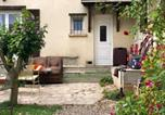 Location vacances  Val-de-Marne - Studio in Villejuif with wonderful city view furnished garden and Wifi 300 km from the beach-1