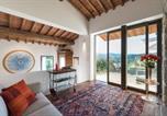 Location vacances  Province de Prato - The Moonlit & Sunny Cottage-1