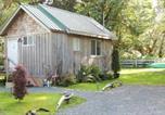 Villages vacances Langford - Remote Renfrew Riverside Retreat-1