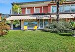 Location vacances Varèse - Nice apartment in a villa with three apartments, with private porch and garden-1