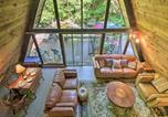 Location vacances Plymouth - Quiet A-Frame Cabin on Creek with Private Deck!-1