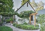 Location vacances Milpitas - Updated Menlo Park English Tudor Garden Cottage!-2