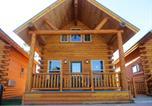 Hôtel Saint-Ignace - Cabins of Mackinaw & Lodge-1
