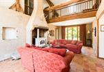 Location vacances  Nièvre - Moulins-Engilbert Villa Sleeps 10 Pool-3