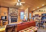 Location vacances Branson - Cozy Studio Cabin Right Off the Branson Strip-1