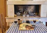 Location vacances Trilj - Holiday home Caporice with a Fireplace 289-3