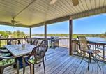 Location vacances Dublin - House with Dock and Slide Situated on Lake Sinclair!-1