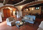 Location vacances Castiglion Fiorentino - Cozy Holiday Home in Castiglion Fiorentino with Fireplace-3