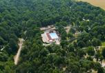 Camping avec Piscine couverte / chauffée Essonne - Héliomonde-1