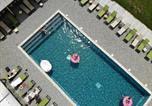 Location vacances  Vaucluse - Lodges en Provence & Spa-1