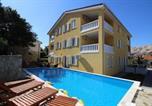 Location vacances Baška - Apartments with a swimming pool Baska, Krk - 18733-1