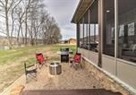 Location vacances West Plains - Flippin Home on White River Fire Pit and Views-3