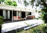 Location vacances  Polynésie française - Fare Tetorea - Tahiti - Arue - 3 bdr - beachfront, garden, Wifi - 8 pers-1