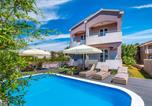 Location vacances Pašman - Nice home in Pasman w/ Outdoor swimming pool and 7 Bedrooms-1