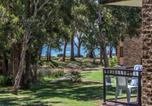 Location vacances Shoal Bay - 45 'Bay Parklands', 2 Gowrie Ave - pool, tennis court, spa & across the road to the beach-1