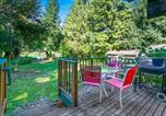 Location vacances Monroe - New! Riverfront Cabin near Hiking and Stevens Pass-2