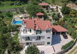 Location vacances Klis - Four-Bedroom Holiday Home in Klis-2