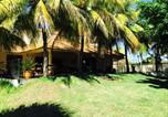 Location vacances Calodyne - Bungalow with one bedroom in Calodyne with private pool enclosed garden and Wifi 500 m from the beach-2