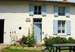 Location vacances Bazauges - House with 2 bedrooms in Antezant la Chapelle with furnished garden and Wifi 50 km from the beach-1