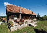 Location vacances Ribnik - Two-Bedroom Holiday Home in Ozalj-1