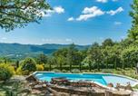 Location vacances Montieri - Plum Guide - Yellow Climbing Rose-1