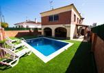 Location vacances Roda de Barà - Roda de Bera Villa Sleeps 13 Pool Wifi-1