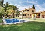 Location vacances Mont-ras - Three-Bedroom Holiday Home in Mont-ras-1
