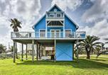 Location vacances Freeport - Cozy Surfside Beach House with Deck and Gulf Views!-1