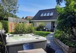 Location vacances Noordwijk - Holiday Home de witte raaf with garden and hottub-1