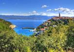 Location vacances Baška - Apartment in Baška with Terrace, Air condition, Wifi, Washing machine (4682-4)-1
